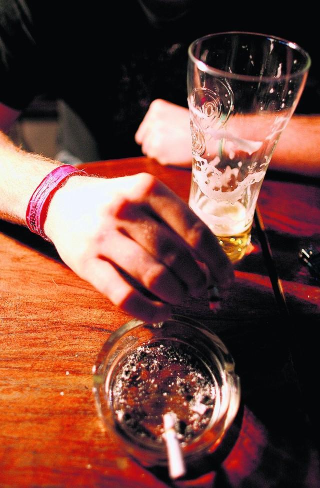 W krakowskich klubach jedynym dowodem zapłacenia za wejście jest opaska lub pieczątka na ręce