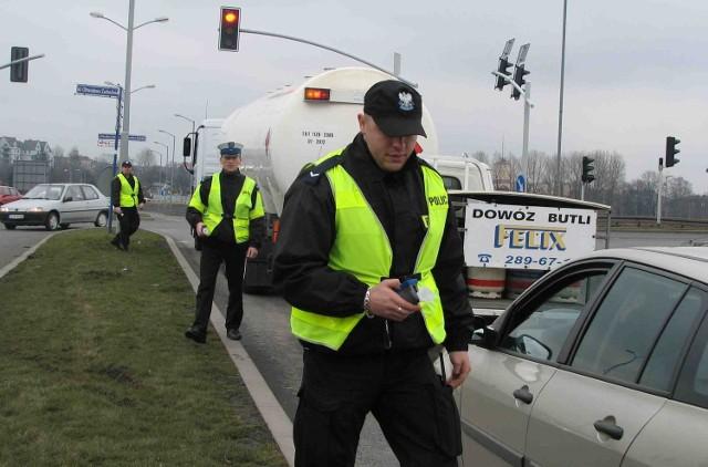 Policjant stojący na skrzyżowaniu może w ciągu jednej zmiany świateł ustalić stan trzeźwości 8-9 kierowców