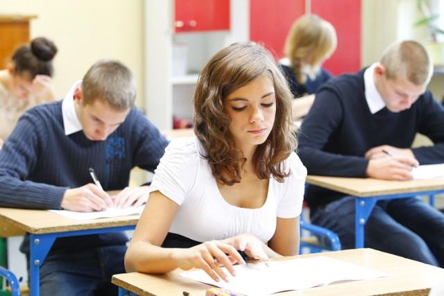 Gimnazjaliści piszą próbne testy