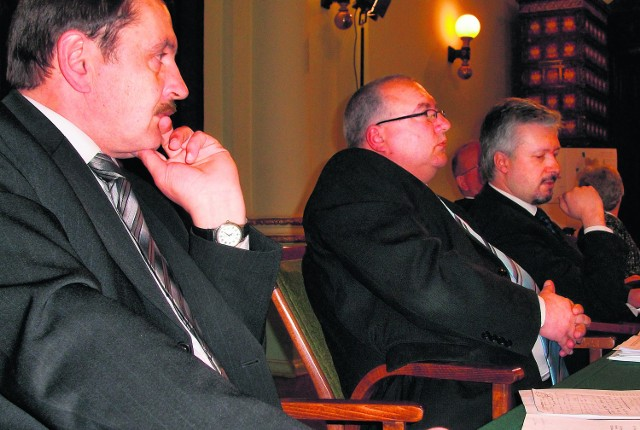 Dyskusja nad absolutorium była spokojna. Od lewej: Jan Opiło, Robert Sobol i Piotr Lachowicz z PO
