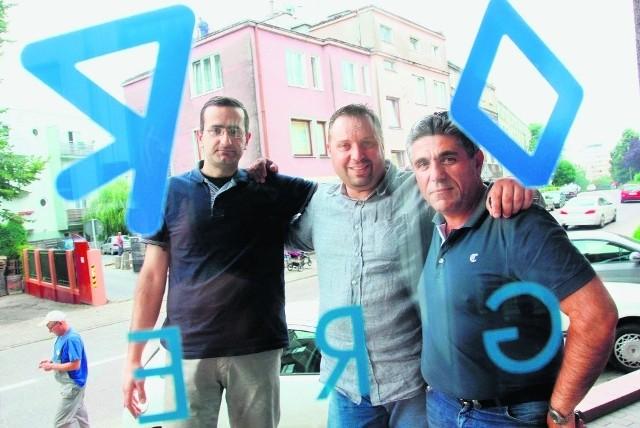 Od lewej: Ilias Mardakis, Theofanis Mitsoulas, Georgios Orfanos. Wszyscy trzej uważają, że stosunek Polaków do Greków zmienił się na niekorzyść