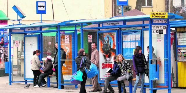 Wiaty u zbiegu ulicy Karmelickiej i Alej powstały po kilku latach starań. Wcześniej ludzie mokli i marzli czekając na autobus