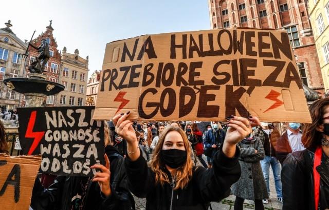 Strajk kobiet rozlał się na całą Polskę.