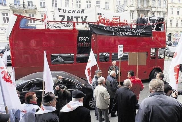 """Pracownicy ZNTK i związkowcy z """"Solidarności"""" protestowali pod koniec marca"""