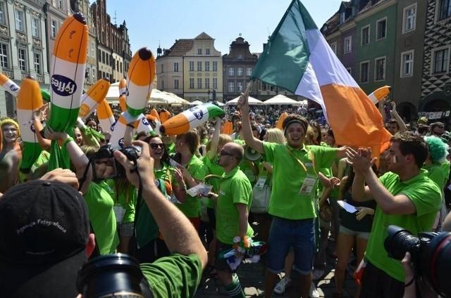 Irlandzcy kibice urządzili na Starym Rynku nieustającą zabawę.