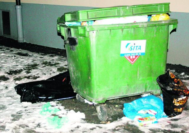Ciało mężczyzny zostało znalezione obok śmietnika