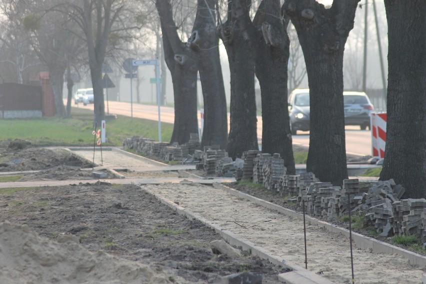 Będzie nowy chodnik przy krajówce w Kuklinowie [ZDJĘCIA]