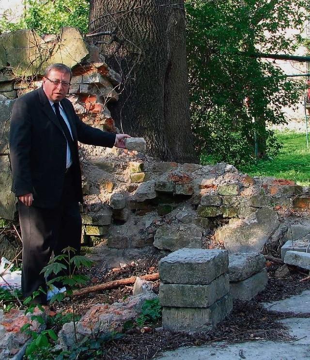 Biskup Paweł Anweiler wierzy, że po roku starań uda się w końcu naprawić skruszony mur