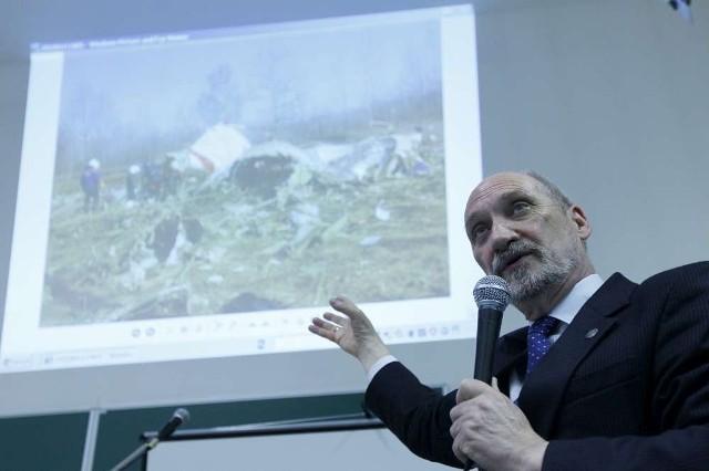Antoni Macierewicz, poseł PiS badający okoliczności katastrofy smoleńskiej spotkał się z mieszkańcami Poznania