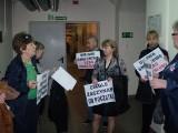 """Była pracownica walczy w sądzie z LG. """"Solidarność"""" przyszła z transparentami"""