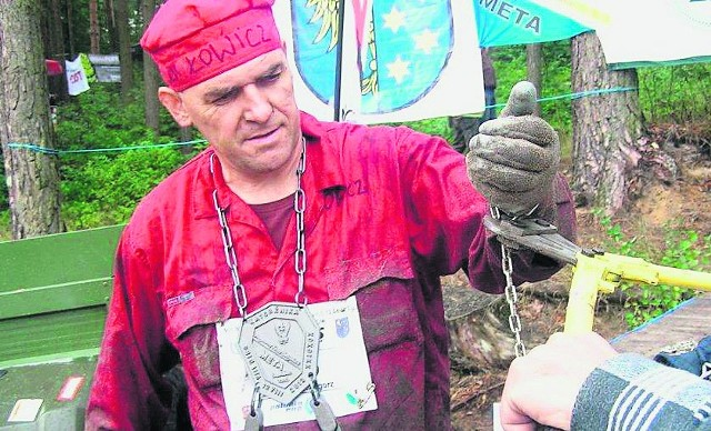 Grzegorz Budzałek podczas rozkuwania