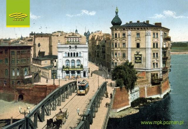 Takie okolicznościowe pocztówki będzie można otrzymać w niedzielę. Na zdjęciu tramwaj elektryczny jadący przez nieistniejący dzisiaj most Chwaliszewski (nad starym korytem Warty).