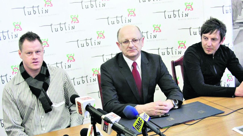 Jacek Krzynówek (z lewej), prezydent Lublina Krzysztof Żuk i Jacek Bąk podczas marcowego spotkania w ratuszu