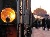 Konduktorka wyrzuciła nastolatka z pociągu. W nocy
