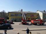 Mężczyzna zasłabł na dachu podczas montażu anteny satelitarnej
