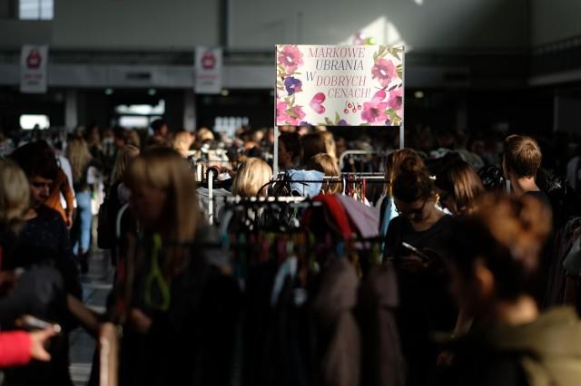 Babi Targ: Wielkie wietrzenie szaf na MTP