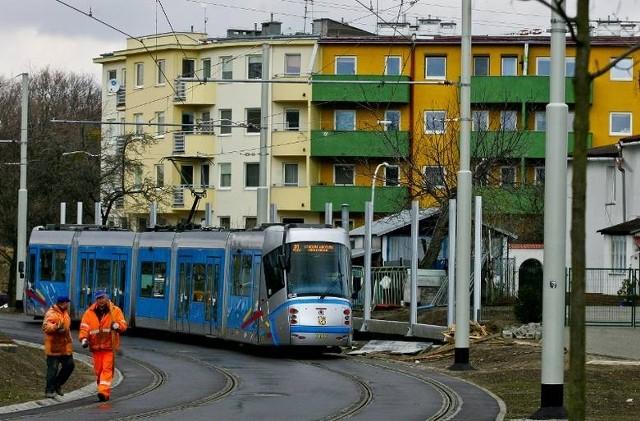 Tramwaje są droższe, ale przewożą więcej pasażerów