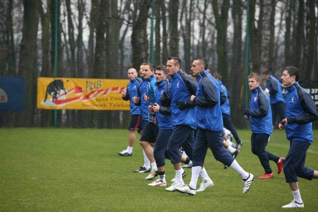 Reprezentacja Polski trenowała w poniedziałek przed południem w Tychach, spoglądając już w stronę Kielc, gdzie nasi piłkarze muszą wygrać z zespołem San Marino