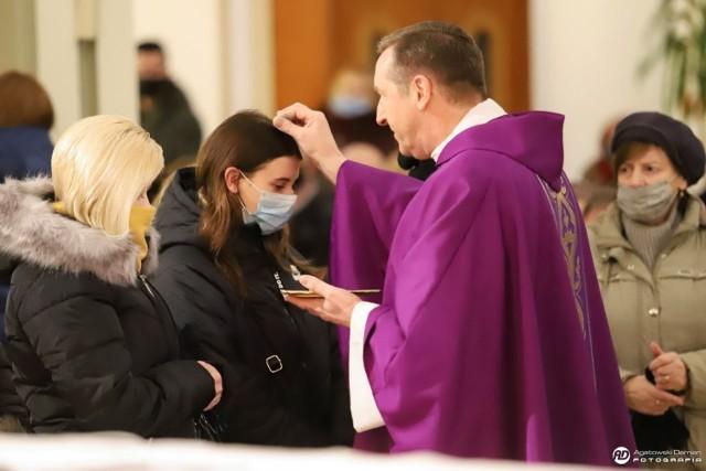 Środa Popielcowa w parafii pw. Miłosierdzia Bożego na osiedlu Binków w Bełchatowie