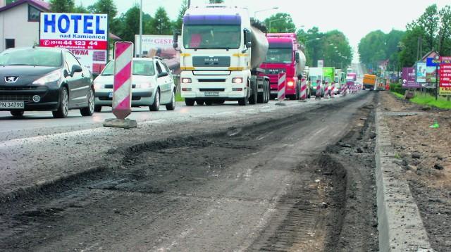 Z powodu remontu wylotowej ulicy w stronę Krakowa kierowcy muszą uzbroić się w cierpliwość lub szukać objazdów