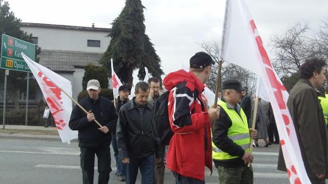 Pracownicy Zakładu Energetycznego w Kraśniku protestują na krajowej 19