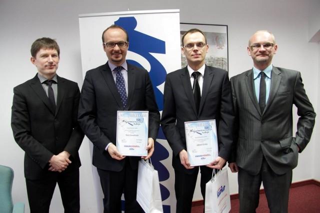 Piotr Kowalczyk (drugi z lewej), Jakub Osina (drugi z prawej) w towarzystwie szefów Kuriera Lubelskiego.