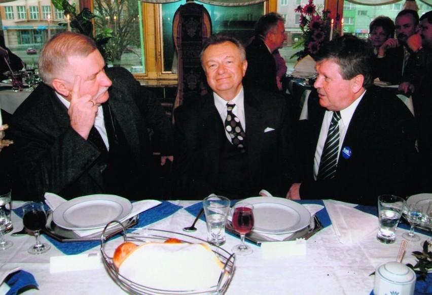 Lech Wałęsa, Jan Zarębski i Ryszard Kokoszka. W latach 90. kluczowe dla Pomorza, a niekiedy i kraju decyzje polityczne często zapadały w Cristalu
