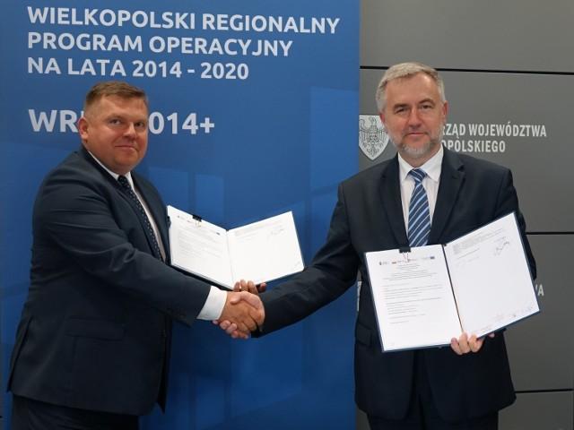 Marek Woźniak,  marszałek województwa wielkopolskiego i Krzysztof Urbaniak, prezes WARP