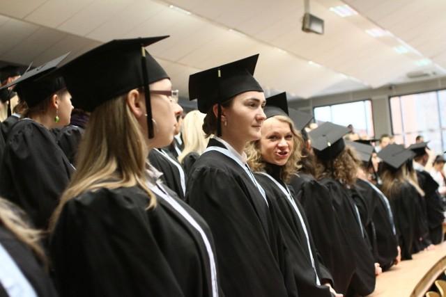 Dyplomy dla absolwentów zarządzania UŁ