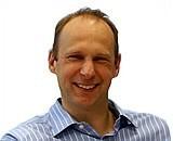 Arjan Bakker, w latach 1991-1999 założyciel i dyrektor firmy Cadena działającej w obszarze rozwiązań IT. W 1999 r. wraz z przyjaciółmi założył Allegro.pl