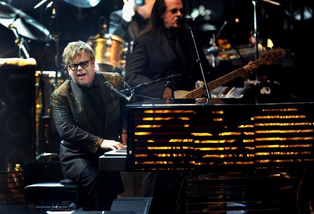 WE poniedziałek o 12:00 ruszyła sprzedaż biletów na Eltona Johna w Łodzi.