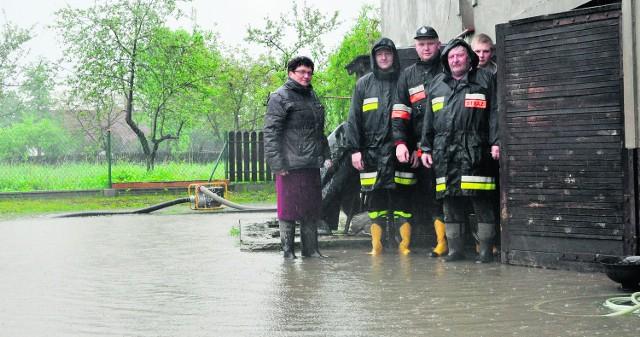 Pani Dorocie Szkatule z Zasola zalało cały dom. Strażacy starali się jak mogli, ale żywioł był silniejszy od każdego, kto się z nim mierzył