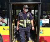 Kontrole Straży Miejskiej w komunikacji miejskiej. Sprawdzają, czy wszyscy mają maseczki. Co jeśli nie?