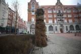 Zielona ściana na rynku w Katowicach. Pamiątka po obśmianej koncepcji wertykalnych ogrodów. Jedna wygląda śmiesznie, a gdyby były trzy?