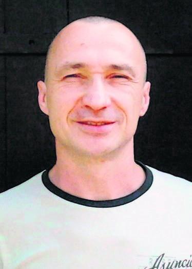 Nauczyciel z Wolsztyna Janusz Mrozkowiak po zgoleniem włosów