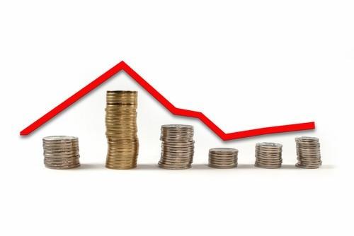 Ceny spadają, ale optymizmu brak - tańsze mieszkania kupimy...drożej!
