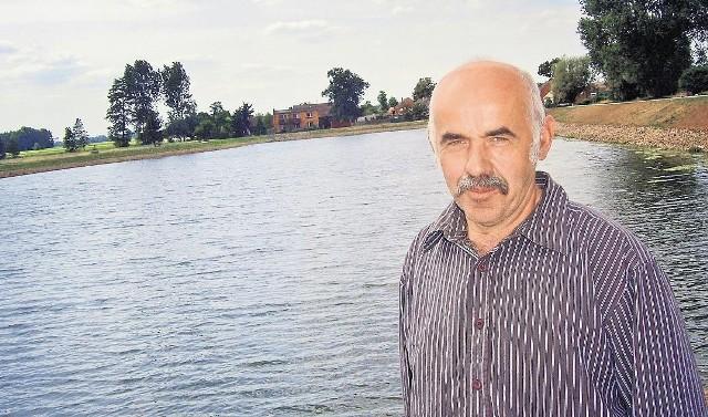 Sołtys Długołęki Grzegorz Okupnik deklaruje pomoc dla rodziny rocznego Kacpra