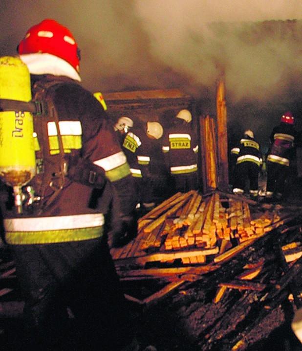 Strażacy przez pięć godzin walczyli z pożarem, jaki wybuchł w stolarni w Libiążu