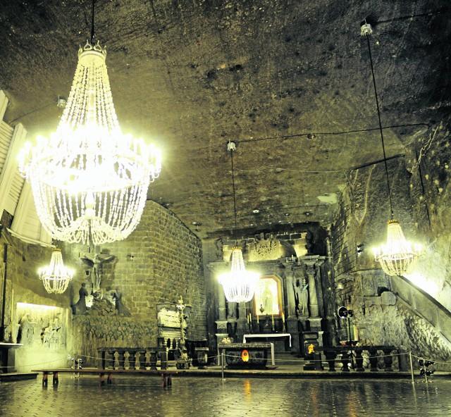 Kaplicę św. Kingi (101 m pod ziemią) rozświetlają wspaniałe solne żyrandole