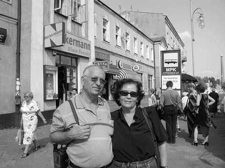 - W tym domu mieścił się wielki sklep mojego dziadka Chaima Szajna - mówi Ilana Eksztajn.