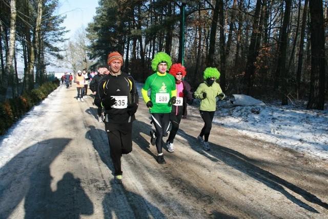 550 biegaczy wyruszyło z miejscowości Gołąbki koło Trzemeszna na liczącą 15 kilometrów trasę