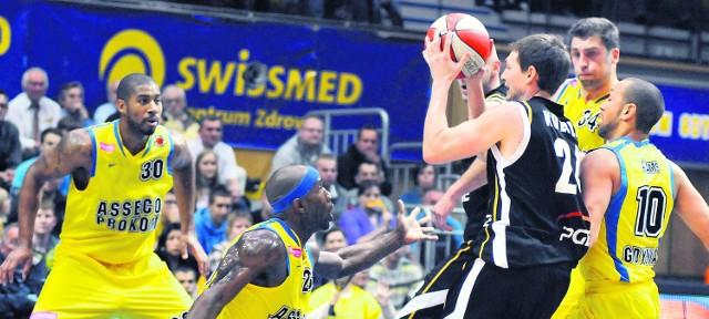 Koszykarze Asseco Prokomu Gdynia mogą nie obronić tytułu mistrza Polski. Rywal ze Zgorzelca jest mocniejszy, niż się powszechnie spodziewano