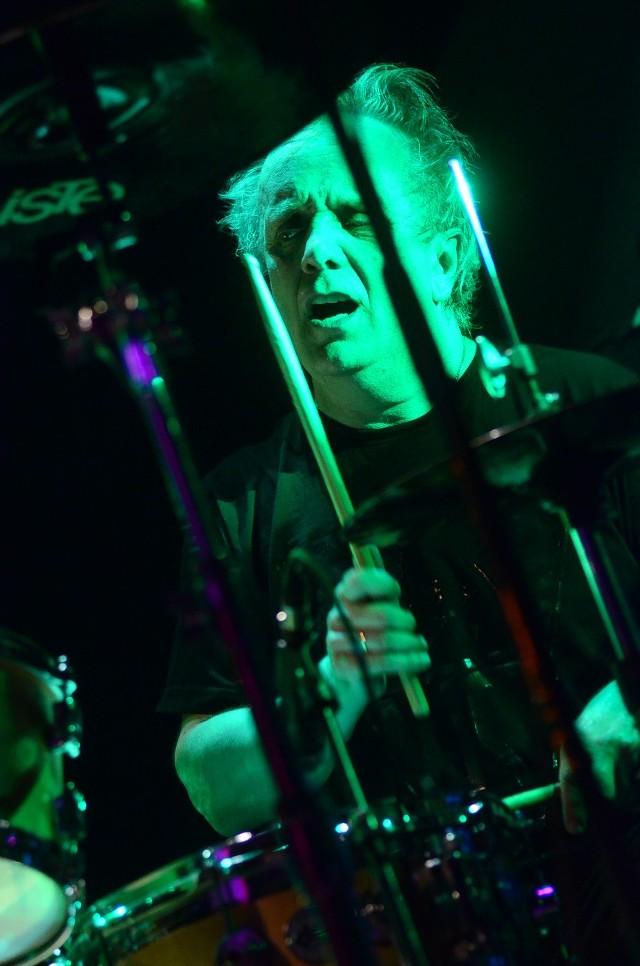 Perkusista Tomasz Zeliszewski to jeden z najstarszych stażem członków Budki Suflera