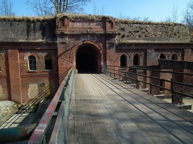 W 130-letniej pruskiej twierdzy Fort 3 w Poznaniu zostanie otwarta ekspozycja poświęcona walkom o wyzwolenie Poznania w 1945 roku a trasa turystyczna zostanie rozszerzona o nowe podziemia - mówi Maciej Karalus ze stowarzyszenia POMOST.