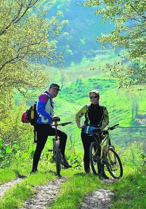 Piękno starych szlaków odkrywają teraz rowerzyści