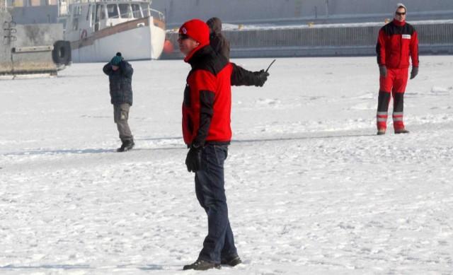 Ratownicy patrolują plaże m.in. w Gdyni