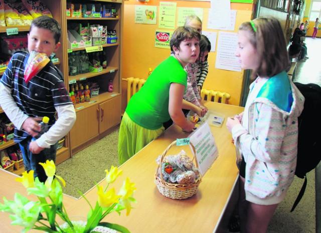 Na każdej przerwie uczniowie SP nr 29 w Sosnowcu zamieniają się w obrotnych handlarzy