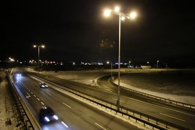 Wiceprezydent Łodzi obiecuje: latarnie zapalimy wcześniej.