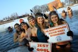 Wielkie urodzinowe morsowanie w stawie w Moszczenicy. Klub Morsa Moszczenica świętował 3. urodziny 14.02.2021 ZDJĘCIA
