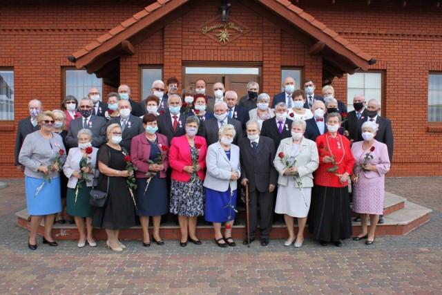 Seniorzy z Książa Wielkopolskiego i Dolska zostali nagrodzeni za długoletnie pożycie